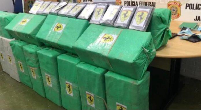 Polícia prende avião carregado com 490 quilos de cocaína