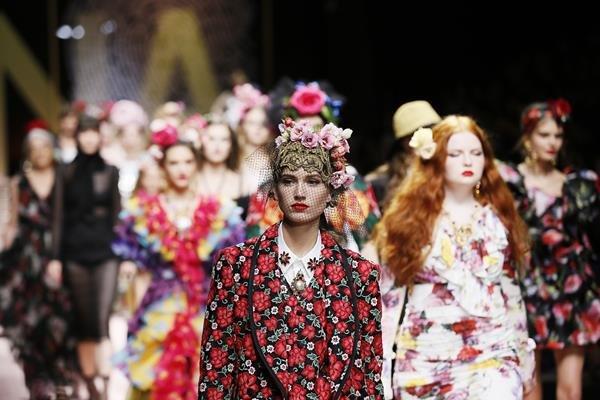 Modelos desfilando na primavera/verão 2019 da Dolce & Gabbana
