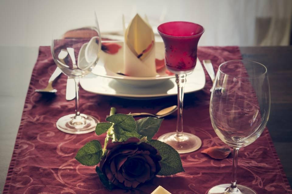 mesa decorada para o dia dos namorados