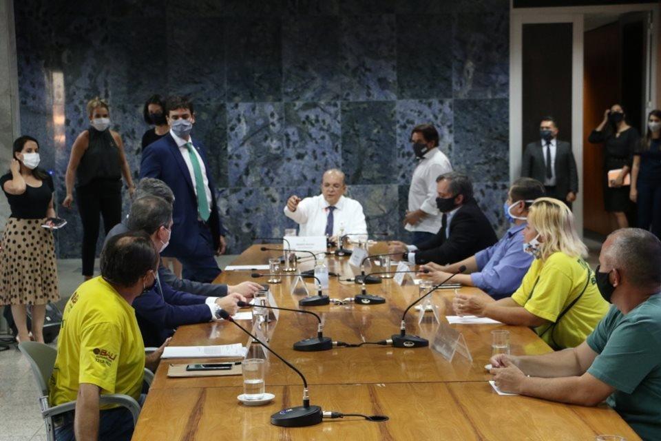 GDF quer liberar ajuda de R$ 1,2 mil para motoristas de transporte escolar