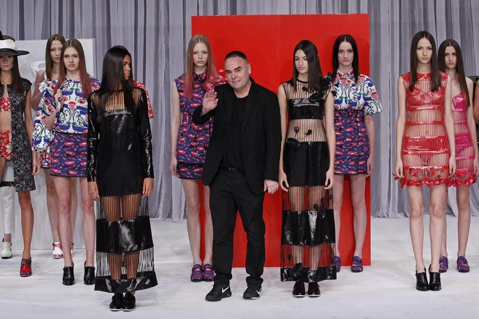 Grandes nomes da moda são acusados de racismo por modelos e ex ...