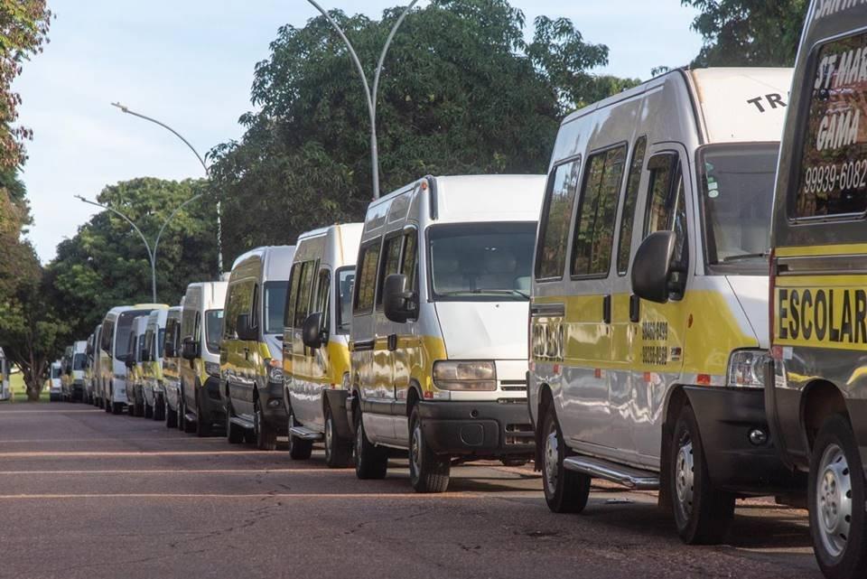 Vans do transporte escolar