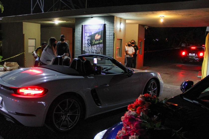 Carros Cine Drive-In