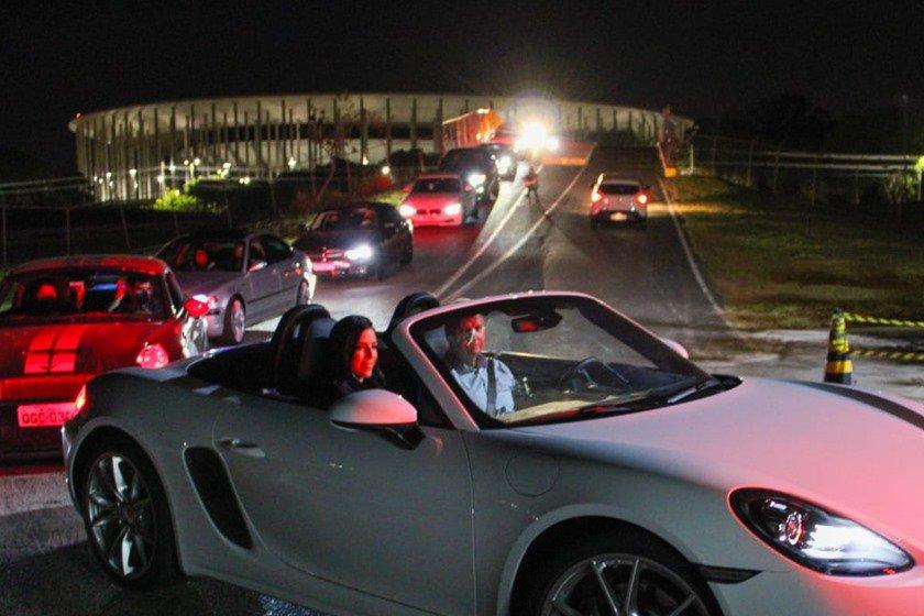Clientes da BMW, MINI e Porsche puderam ver uma sessão no Cine Drive-In