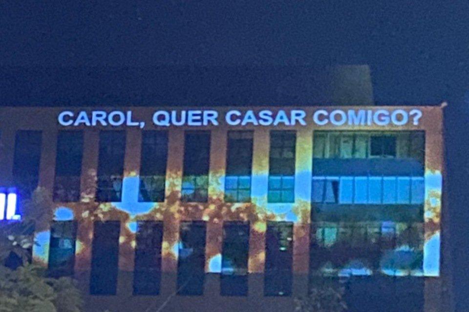 Pedido de casamento feito na fachada do Banco do Brasil, 402 Norte