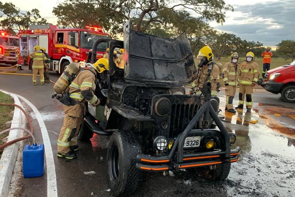 Jeep incendiado