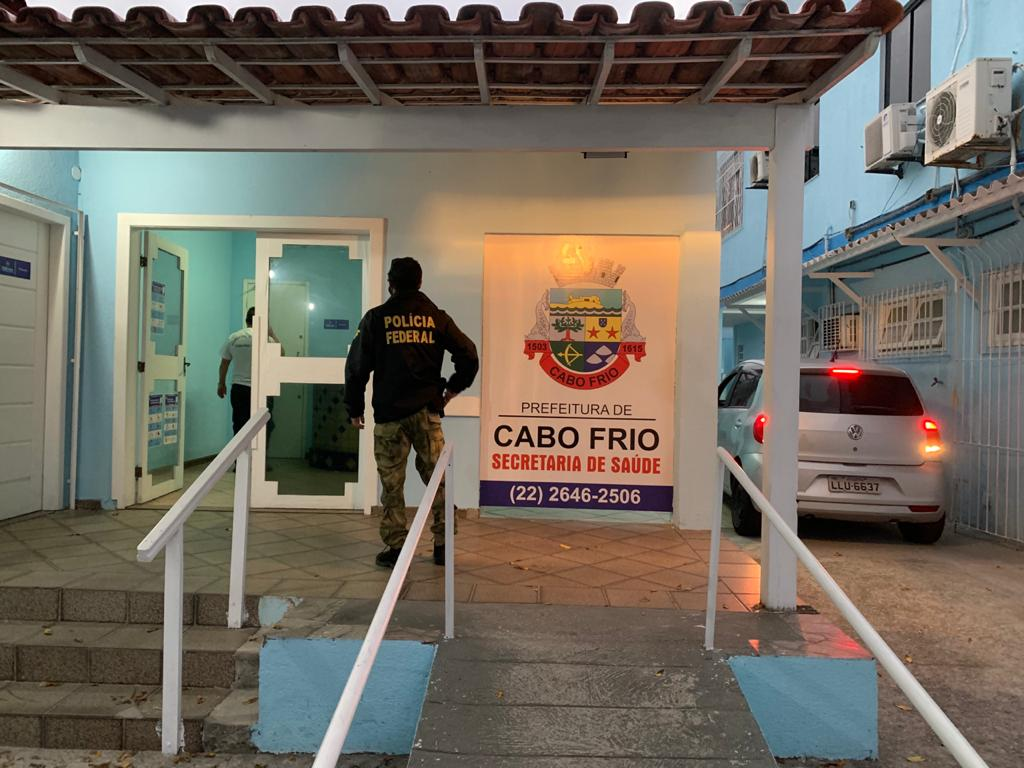 Polícia Federal cumpre mandados de busca e apreensão contra secretaria de Saúde de Cabo Frio