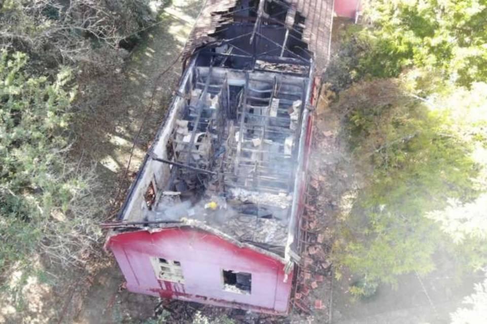 Telhado do museu destruído por incêndio