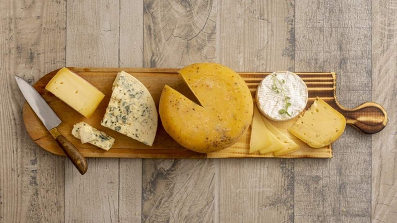 Tábua de queijos diversos
