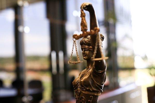 Estatueta de balança símbolo da Justiça