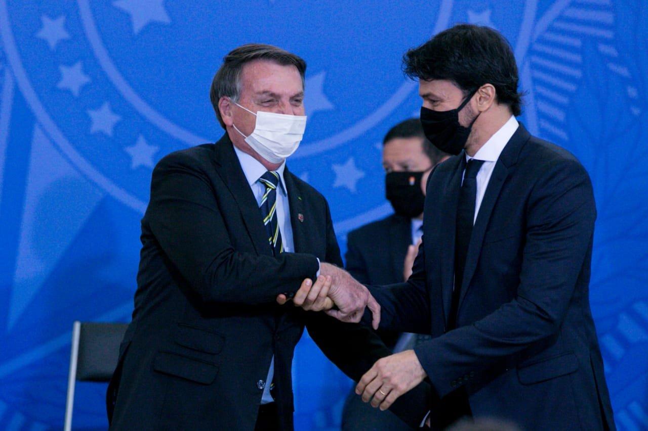 """Ministro sobre nova postura de Bolsonaro: """"Ninguém aguenta briga ..."""