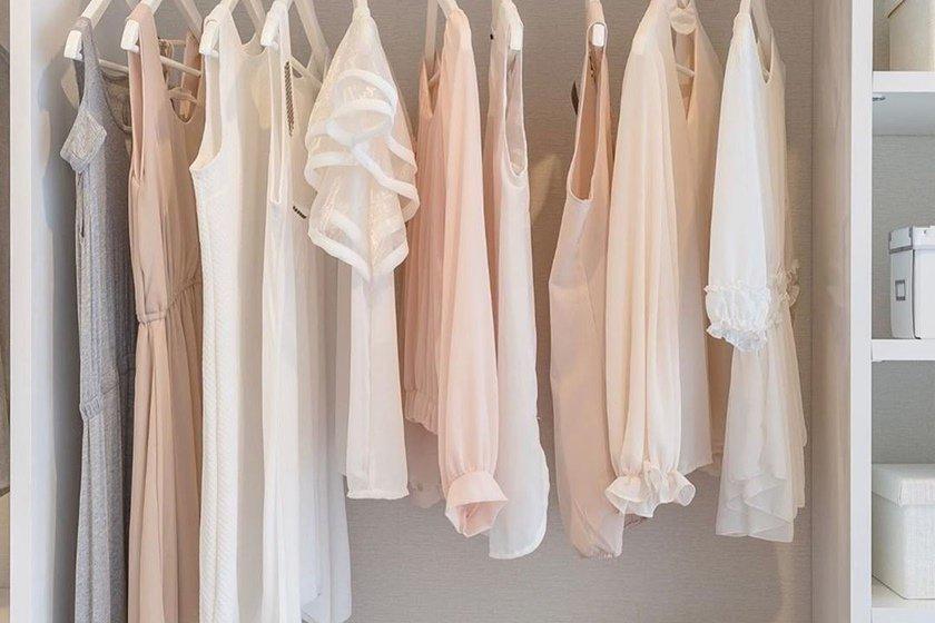 Guarda-roupa organizado por Marie Kondo