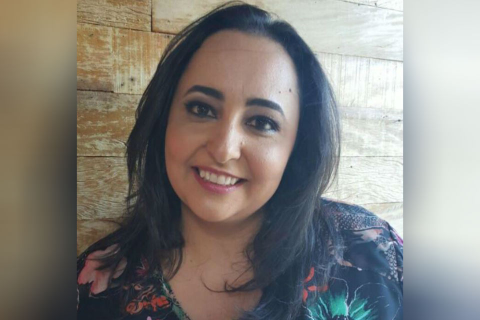 Carolina Louzada Petrarca. Ela é irmã do chef de cozinha Marcelo Petrarca e administra os restaurantes da rede