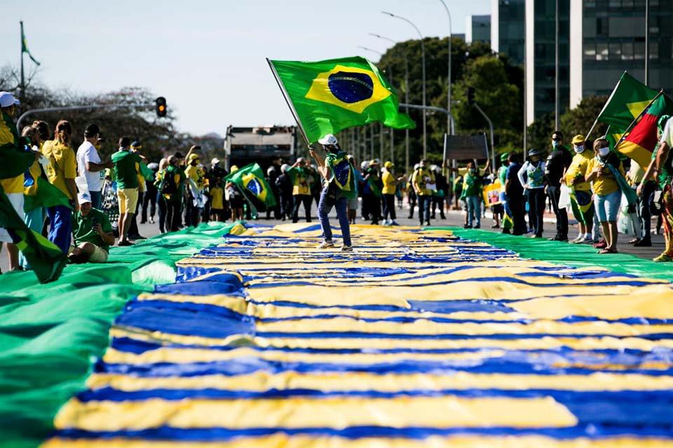 Manifestantes pró e contra Bolsonaro fazem manifestação na Esplanada (21/6)