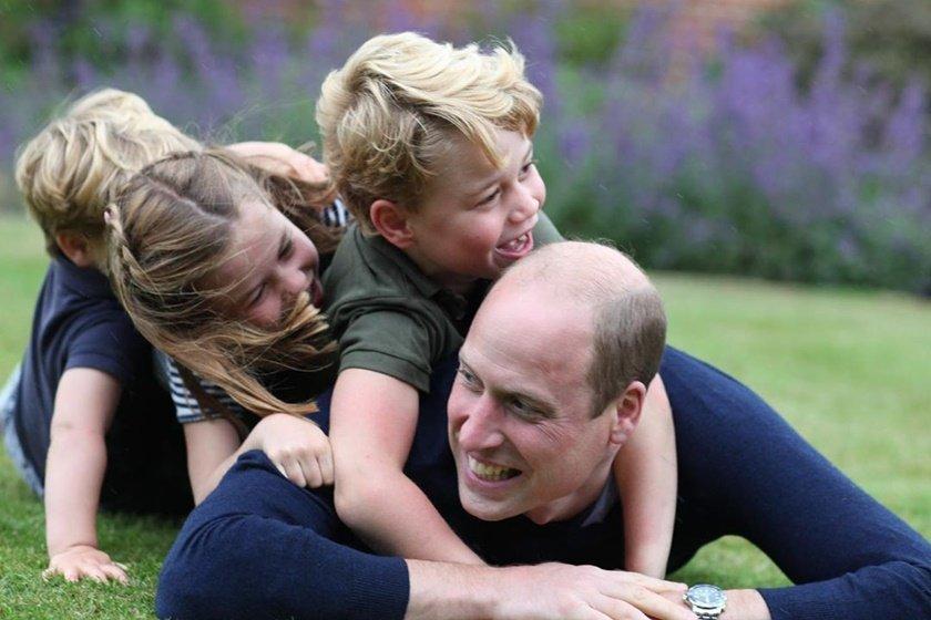 Príncipe William com George, Charlotte e Louis