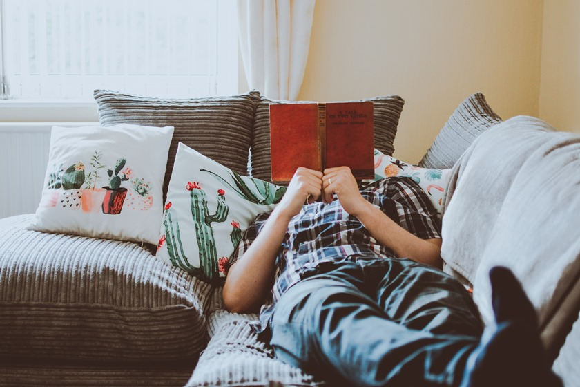 Leitura no sofá