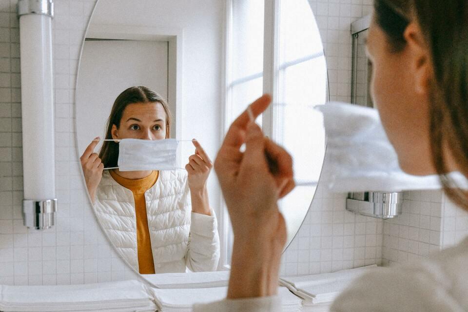 mascara no espelho