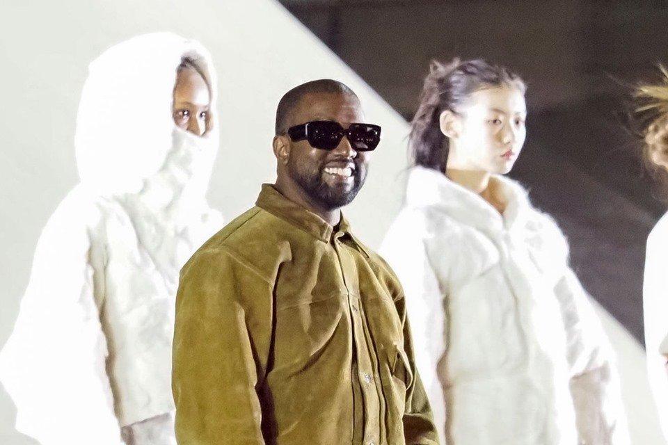 Kanye West em desfile da Yeezy Season 8