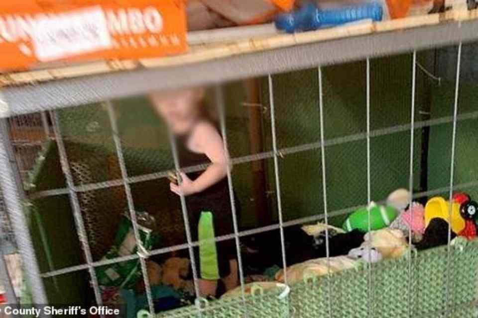 Criança em jaula