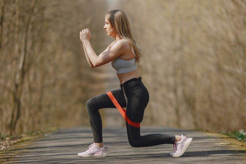 Corpo esculpido! Personal Hermes Silva prepara exercícios com elástico – Metrópoles