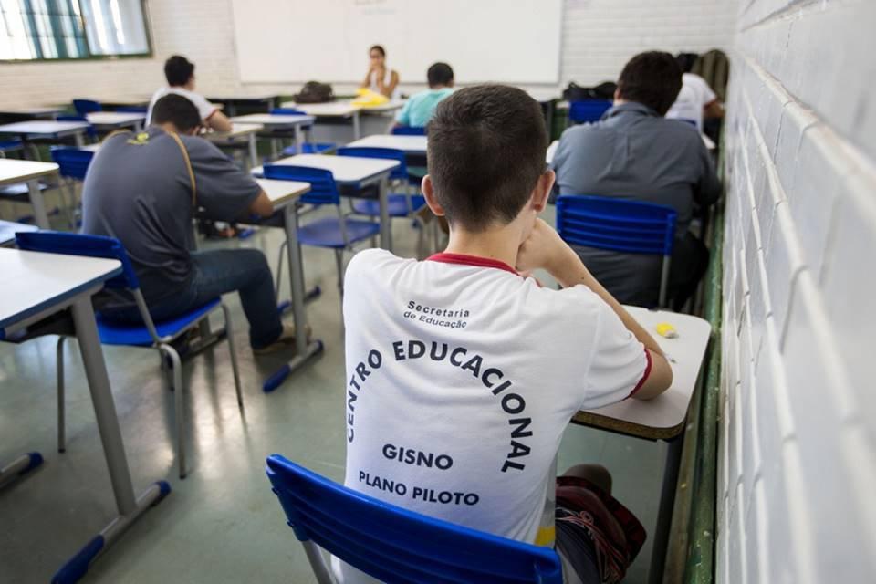 Aluno em sala de aula