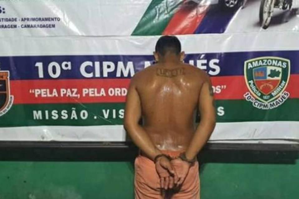 Homem algemado de costas