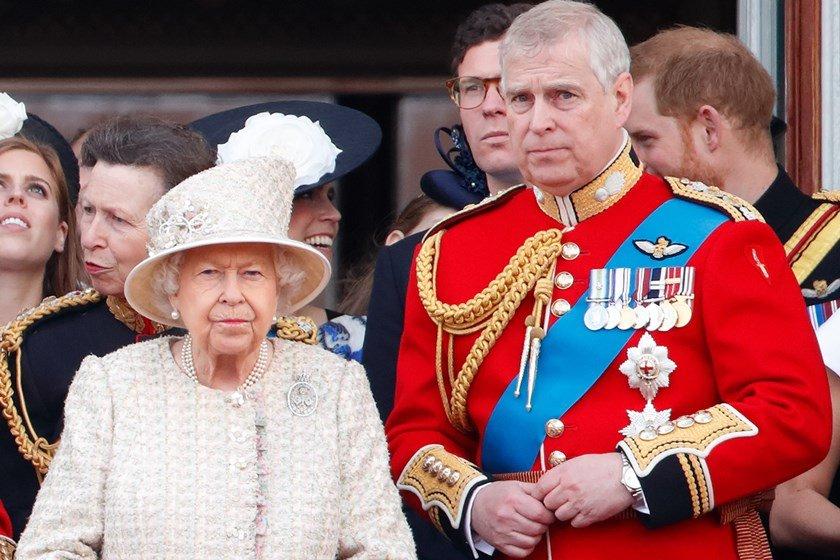 Rainha Elizabeth e o príncipe Andrew