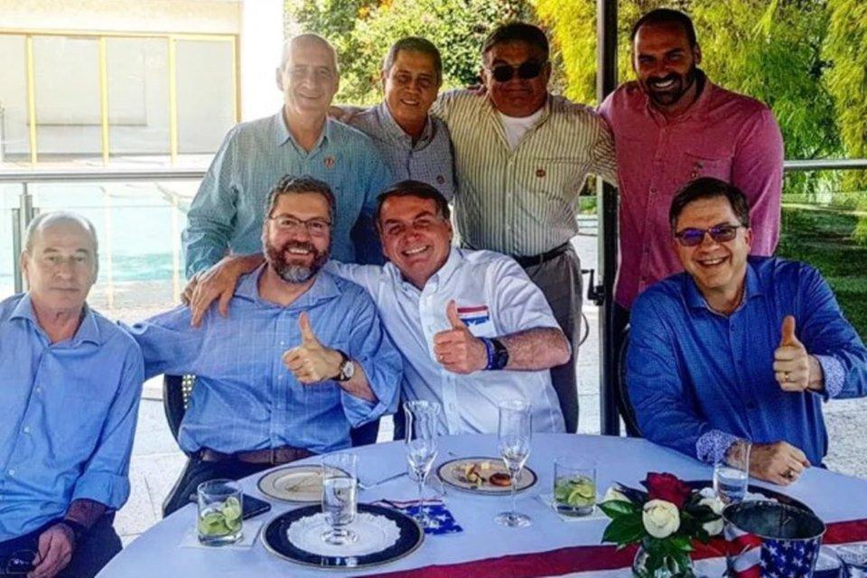Bolsonaro almoça com embaixador americano e ministros