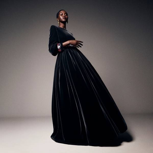 Adut Akech usando look da Chanel de outono/inverno 2020/21 haute couture