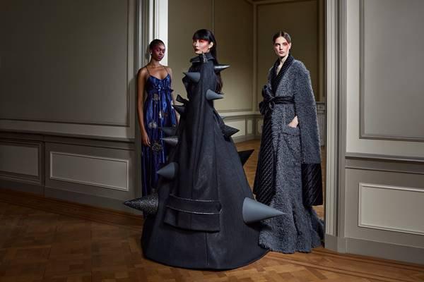 Modelos com looks by Viktor & Rolf