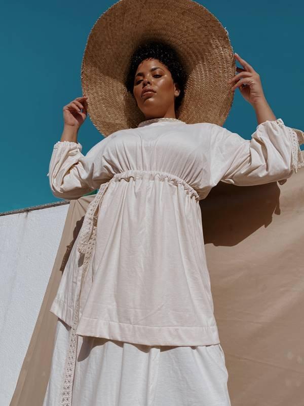 Vestido com acabamento antiviral da marca J.Boggo+