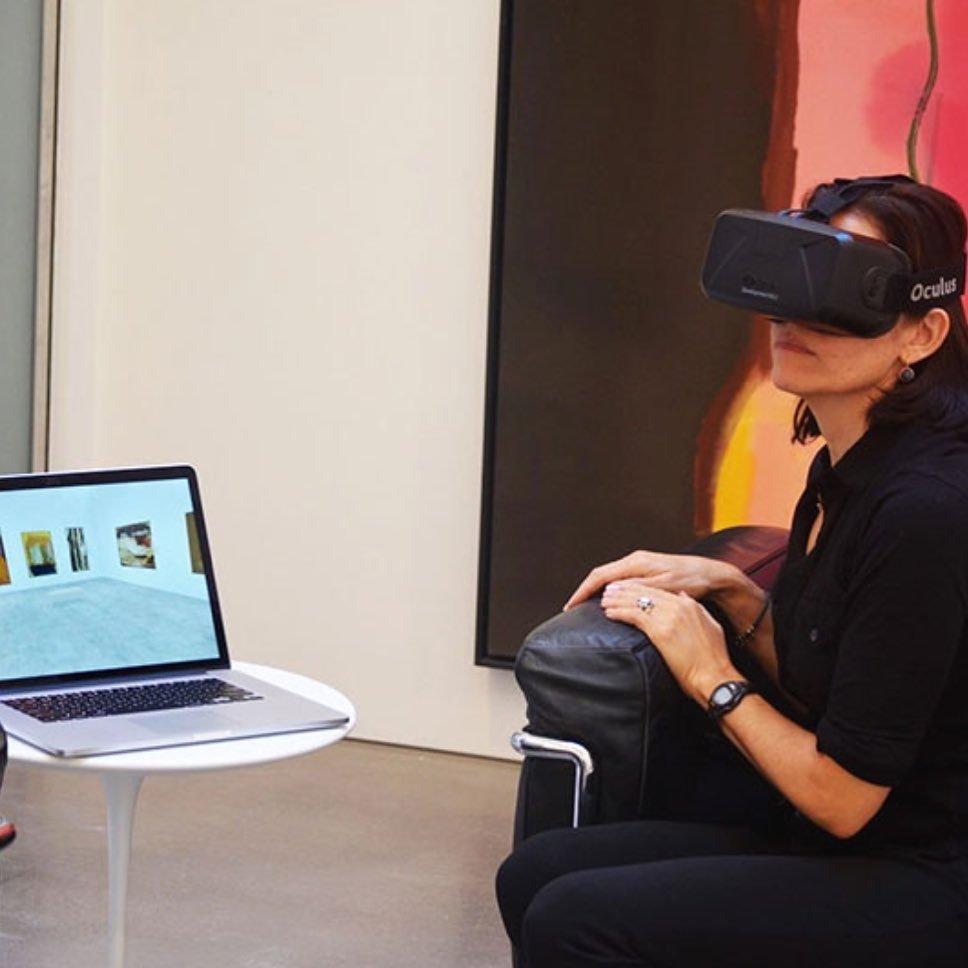 mulher-usando-oculos-de-realidade-virtual-2
