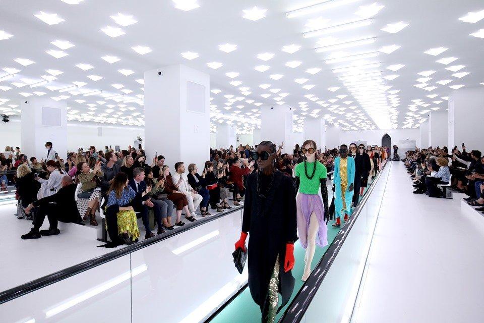 Modelos em desfile da Gucci de primavera/verão 2020