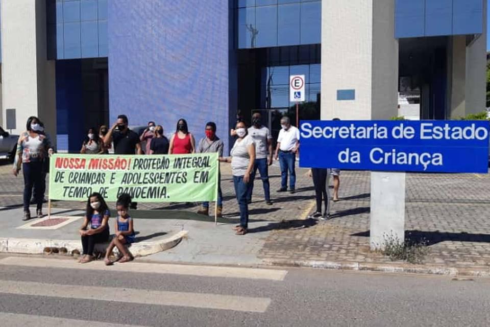 Conselheiros tutelares protestam para abrir 24 horas e atender crianças