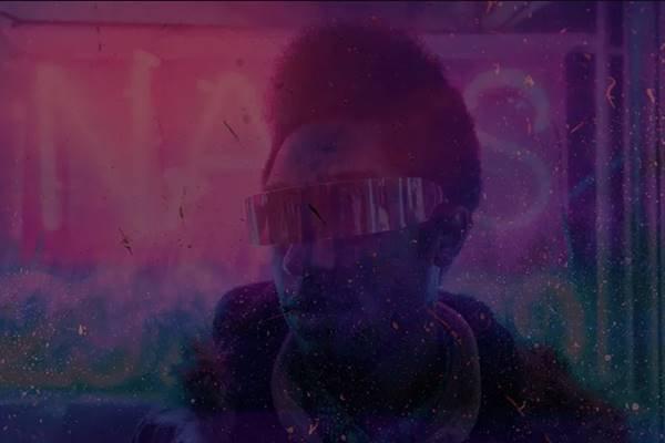 Homem com óculos escuros em estética futurista