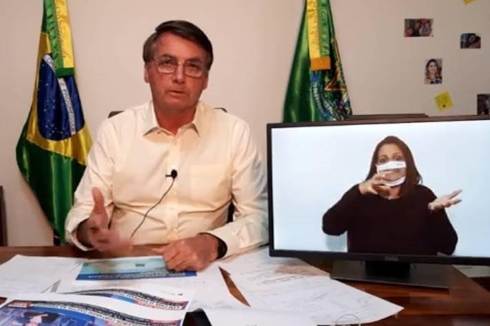 Bolsonaro em live no Alvorada