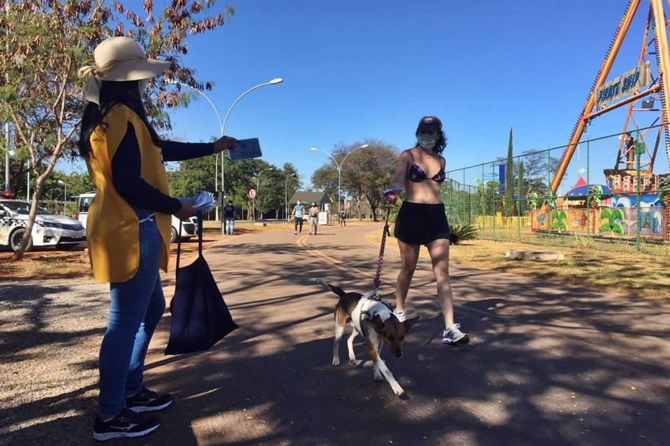 Fiscalização do uso de máscara no Parque da Cidade contra o coronavírus