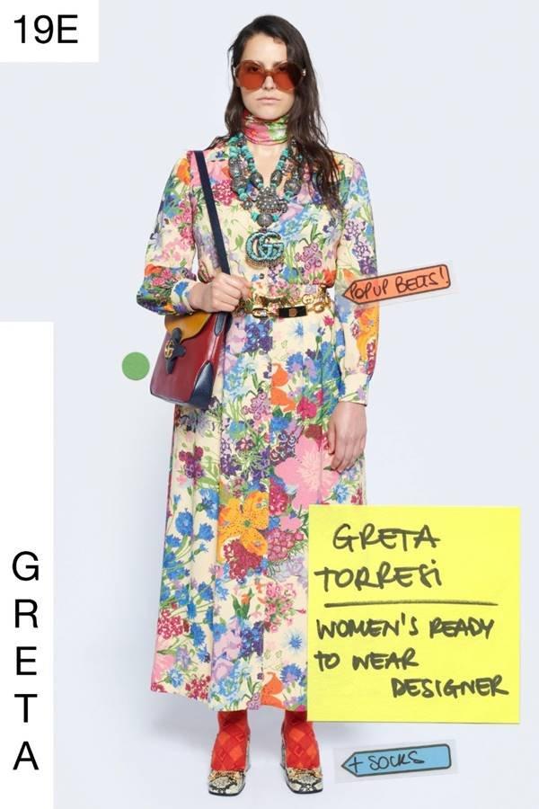 Designer da equipe da Gucci posando para o lookbook da coleção Epilogue (Resort 2021)