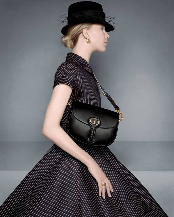 Jennifer Lawrence usando bolsa da Dior