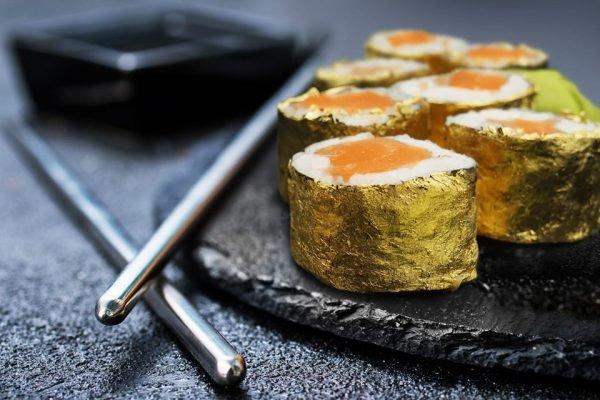 Sushi com camada de ouro