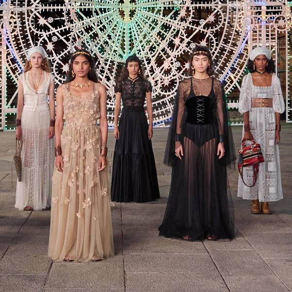Modelos na passarela Cruise 2021 da Dior