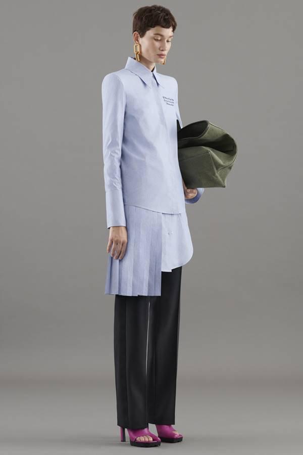 Modelo em campanha de resort 2021 da Off-White