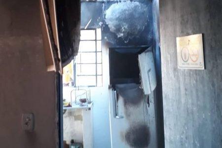 Cozinha destruída por fogo