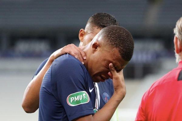 Mbappé chorando