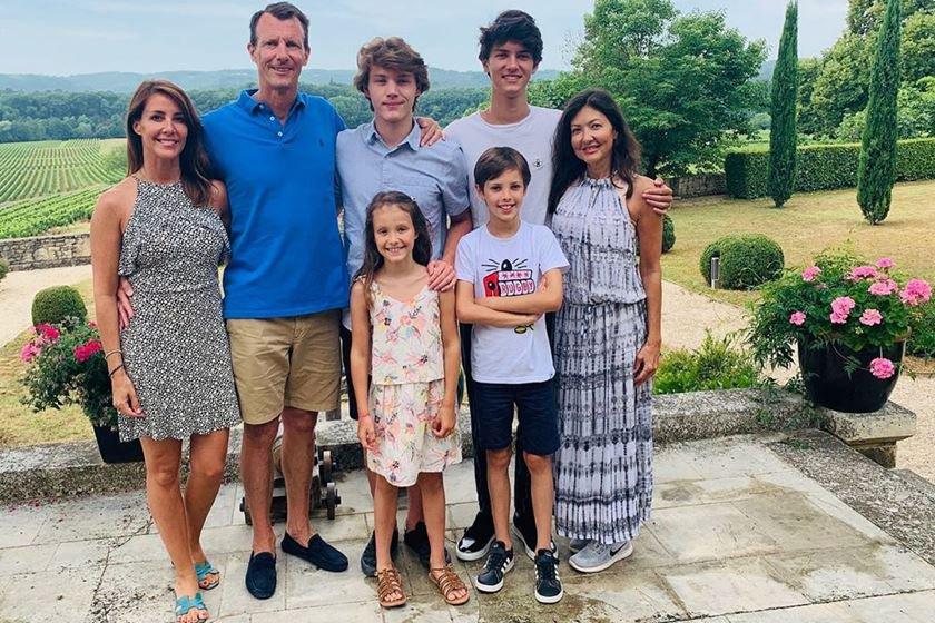 Príncipe Joachim da Dinamarca com a mulher, princesa Marie Cavallier, os quatros filhos e a ex-mulher, Alexandra de Frederiksborg