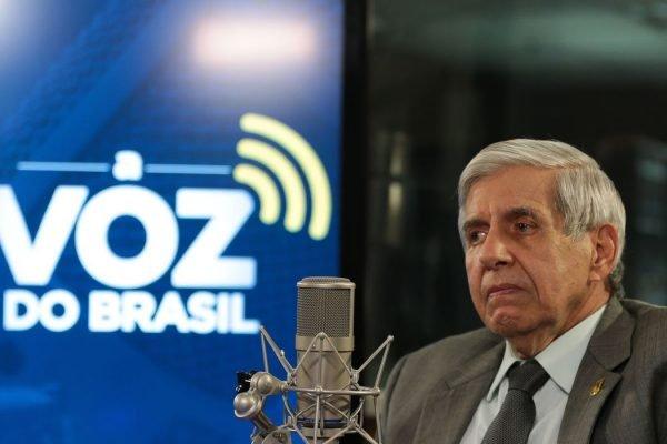 Chefe do GSI, general Augusto Heleno em entrevista à Voz do Brasil