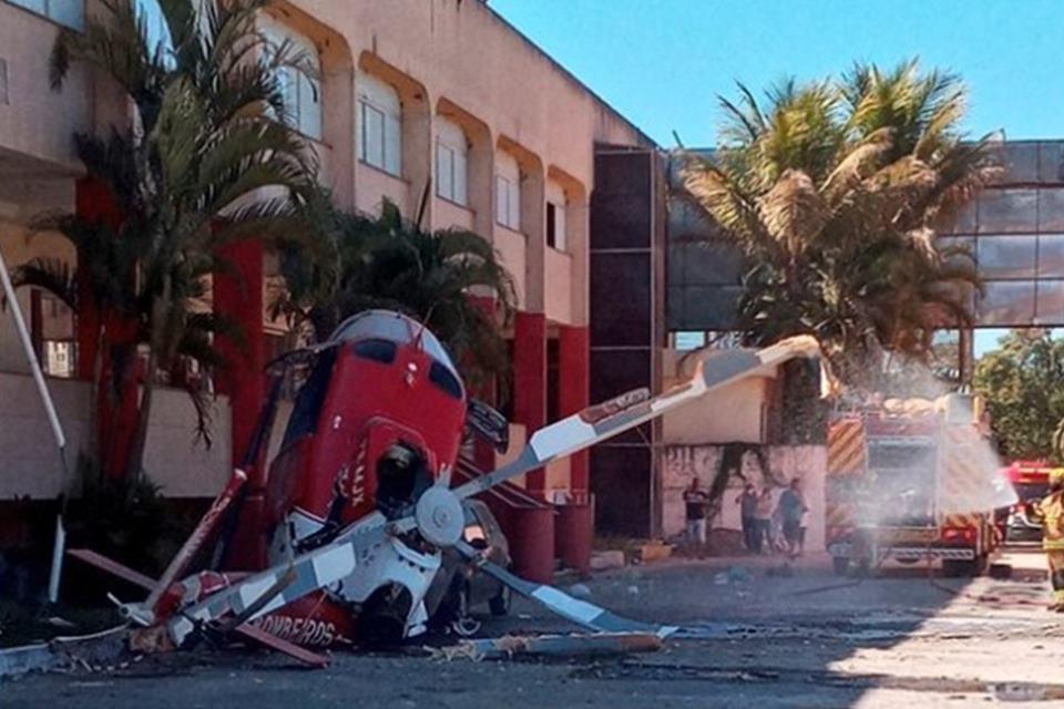 Helicóptero dos bombeiros cai em Vicente Pires
