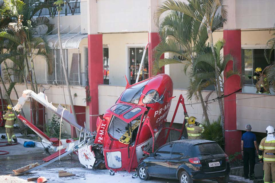 Helicóptero de resgate do Corpo de Bombeiros cai no DF: [gallery ids=