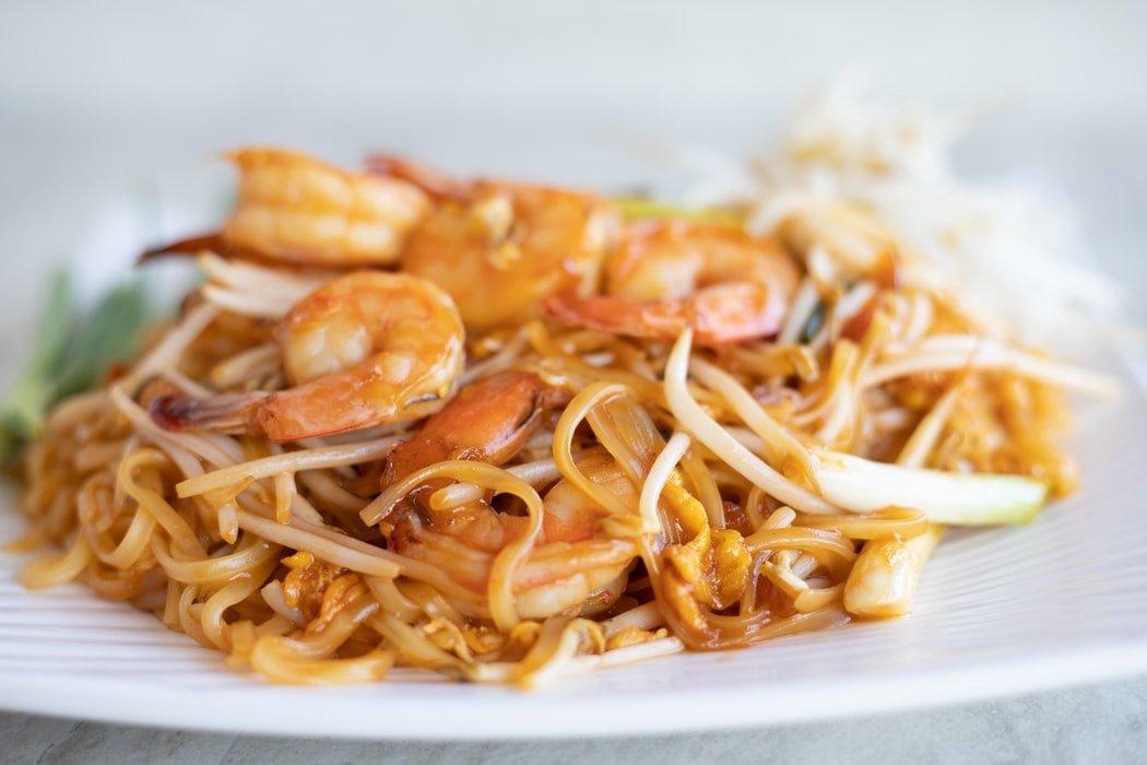 espaguete com camarão e curry