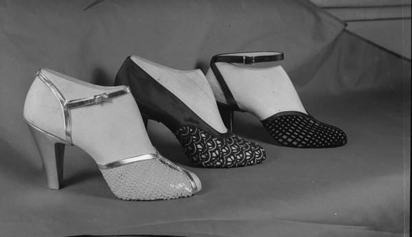 Sapatos antigos em preto e braco